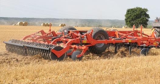 Спеціально-розроблений для ґрунтово-кліматичних умов України KUHN Performer Select випробують в роботі на Битві Агротитанів   Битва Агротитанів